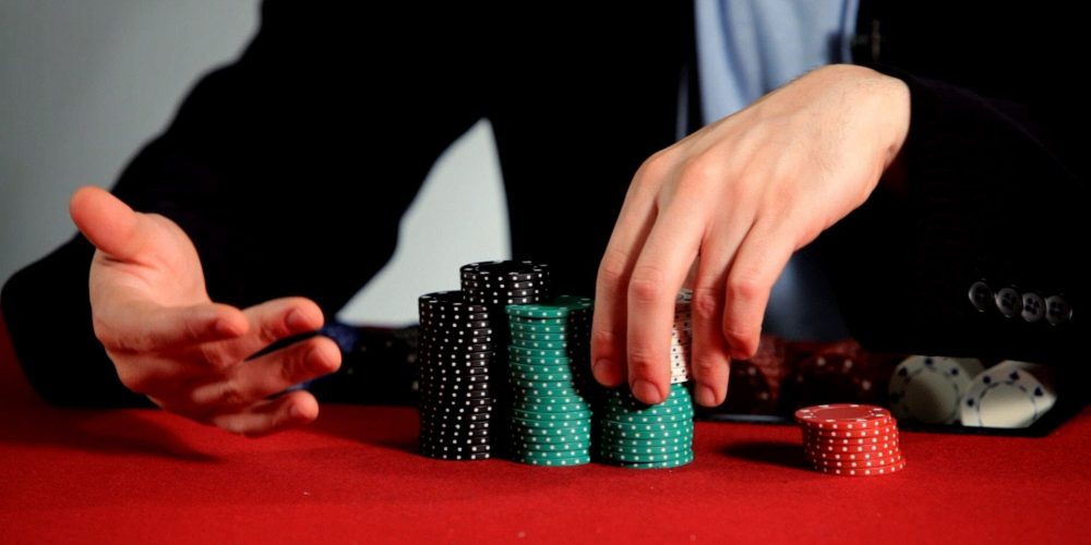 What are the beneficial differences of a gambling website from a land-based house?